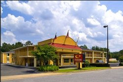 Econo Lodge Inn & Suites at Ft. Benning